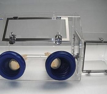 Mini-Glove-Box-with-Airlock