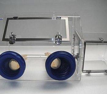 Mini-Glove-Box-with-Airlock